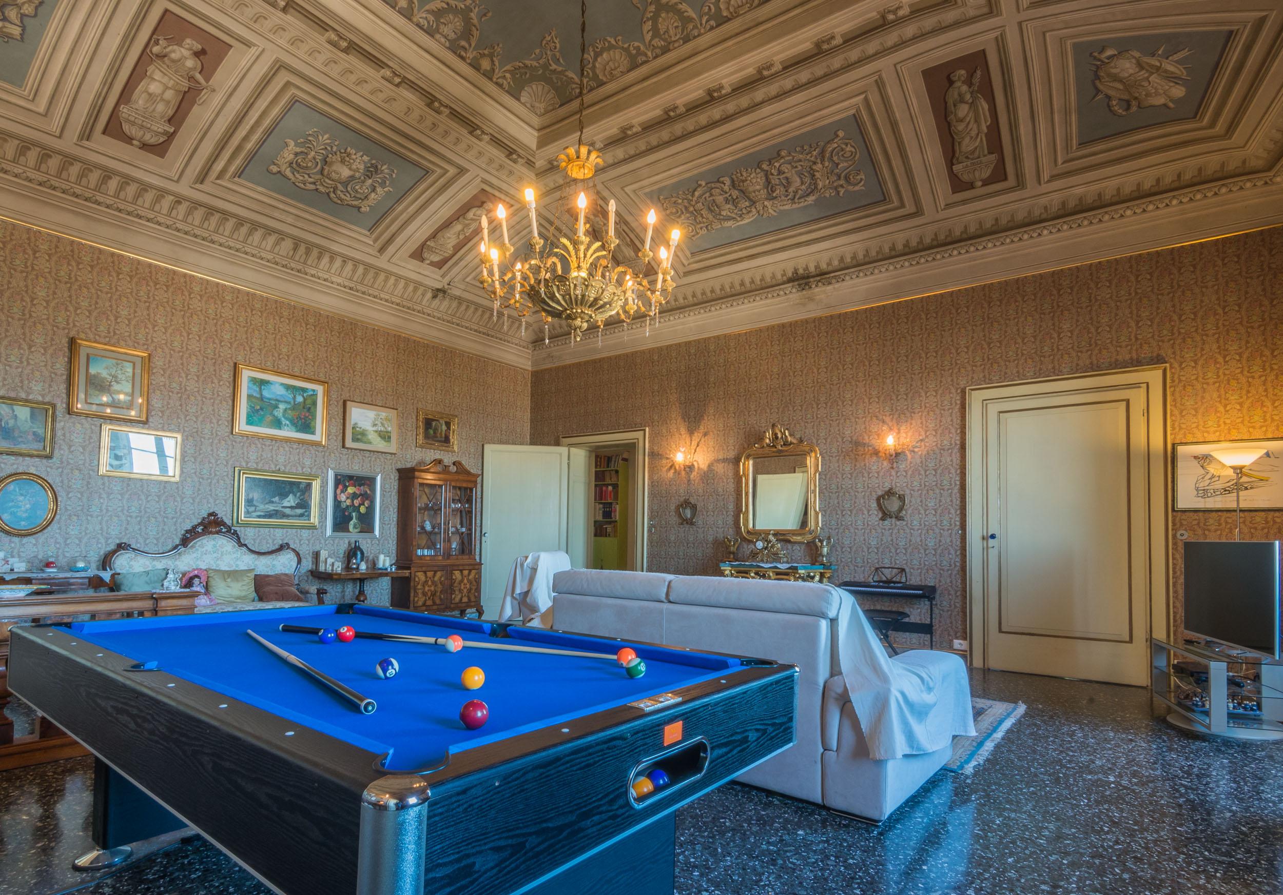 Piano nobile affrescato in vendita a Fermo
