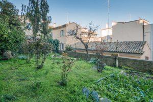 Piano nobile affrescato in vendita a Fermo, giardino privato
