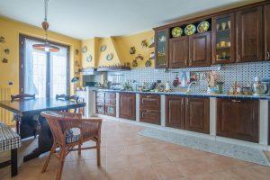 Stupenda villa bifamiliare in vendita vicino al mare, cucina