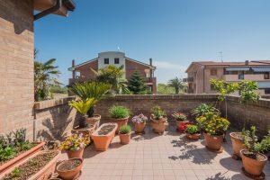 Stupenda villa bifamiliare in vendita vicino al mare, terrazzo