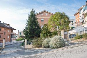 L'Agenzia Immobiliare Puzielli propone appartamento con mansarda in vendita a Santa Petronilla