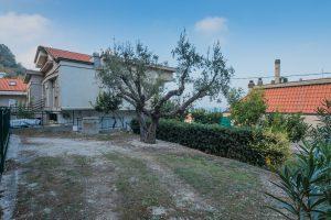 L'Agenzia Immobiliare Puzielli propone villa con vista mare in vendita a Cupra Marittima