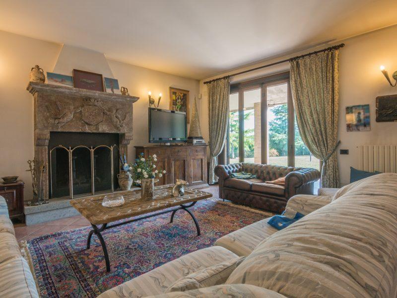L'Agenzia Immobiliare Puzielli propone prestigiosa villa in vendita con vista panoramica