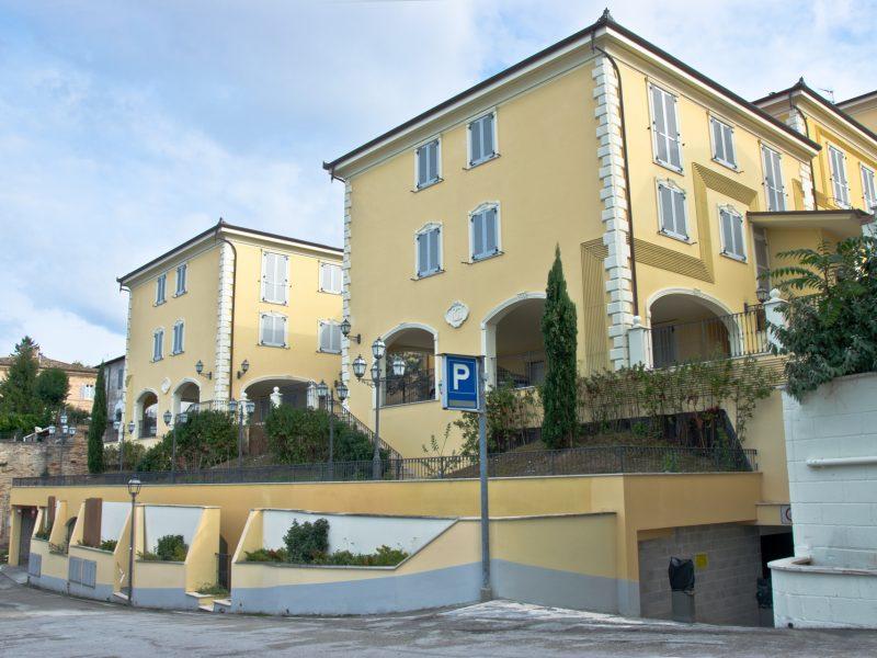 L'Immobiliare Puzielli propone appartamento con corte esclusiva nel centro storico