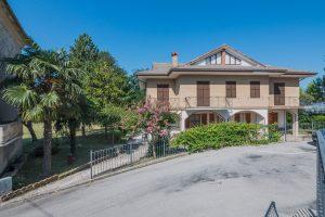 L'Agenzia Immobiliare Puzielli propone casa indipendente in vendita a Ponzano di Fermo
