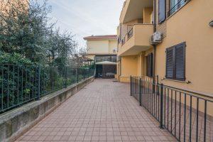 L'Agenzia Immobiliare Puzielli propone appartamento con giardino a Porto San Giorgio.