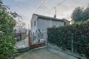Casa singola da ristrutturare in vendita a Fermo