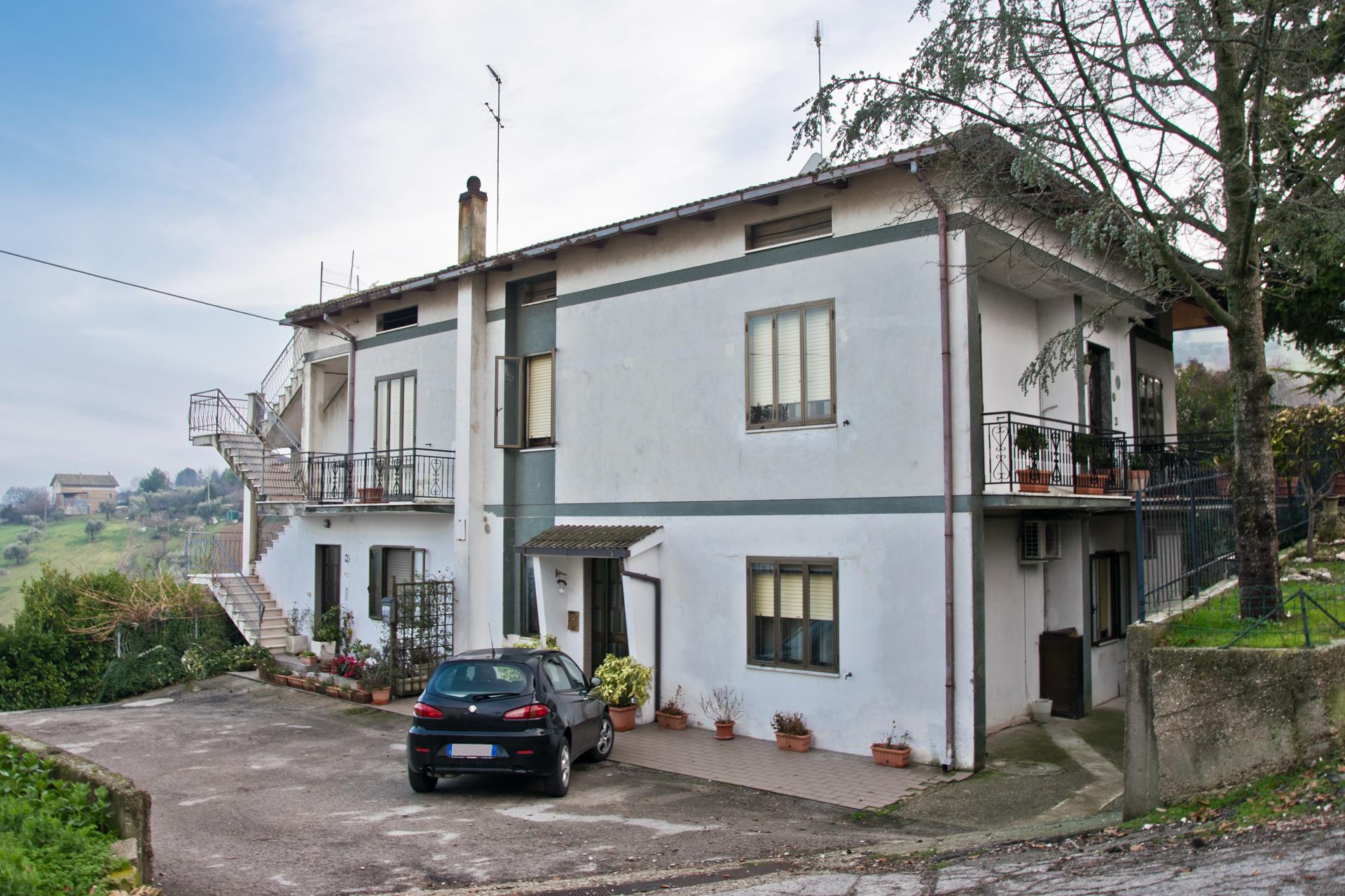 L'Agenzia Immobiliare Puzielli propone appartamento al piano terra a Fermo