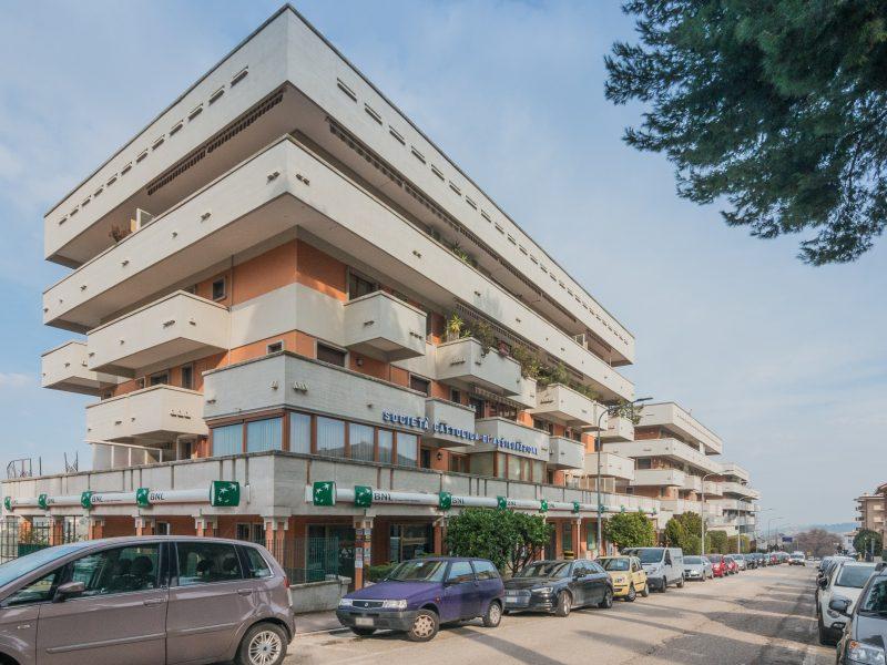 L'Agenzia Immobiliare Puzielli propone appartamento da ristrutturare con garage a Fermo