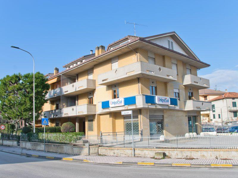 L'Agenzia Immobiliare Puzielli propone ufficio in vendita a Campiglione di Fermo
