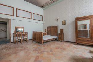 L'Agenzia Immobiliare Puzielli propone in vendita appartamento con terrazzo in prestigioso palazzo