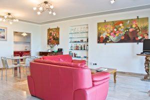 L'Agenzia Immobiliare Puzielli propone esclusiva villa vista mare in vendita a Cupra