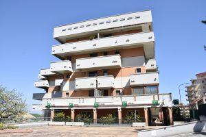 Appartamento in vendita con terrazzo e garage