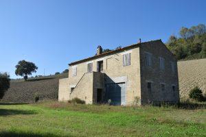 Casa colonica da ristrutturare in vendita a Monterubbiano