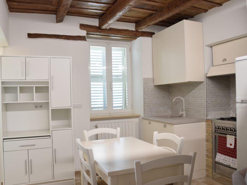 L'Agenzia Immobiliare Puzielli propone casa con giardino in affitto nel centro storico di Fermo