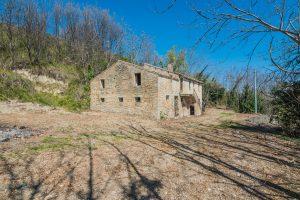 Casale da ristrutturare in vendita a Lapedona