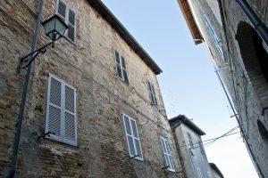 L'Agenzia Immobiliare Puzielli propone trilocale in affitto nel centro storico di Fermo