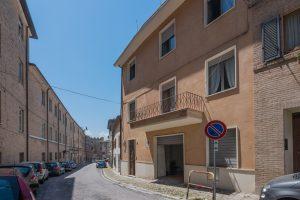 Casa singola con garage e terrazzo in vendita nel centro storico