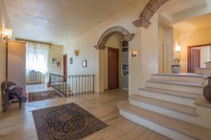 L'Agenzia Immobiliare Puzielli propone prestigioso appartamento nel centro storico con terrazzo e garage