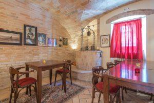 L'Agenzia Immobiliare Puzielli propone prestigioso locale commerciale in vendita a Servigliano