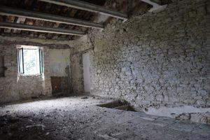 L'Agenzia Immobiliare Puzielli propone Casa da ristrutturare in vendita nelle Marche