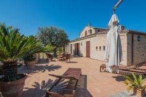 L'Agenzia Immobiliare Puzielli propone esclusiva villa in vendita a Porto San Giorgio