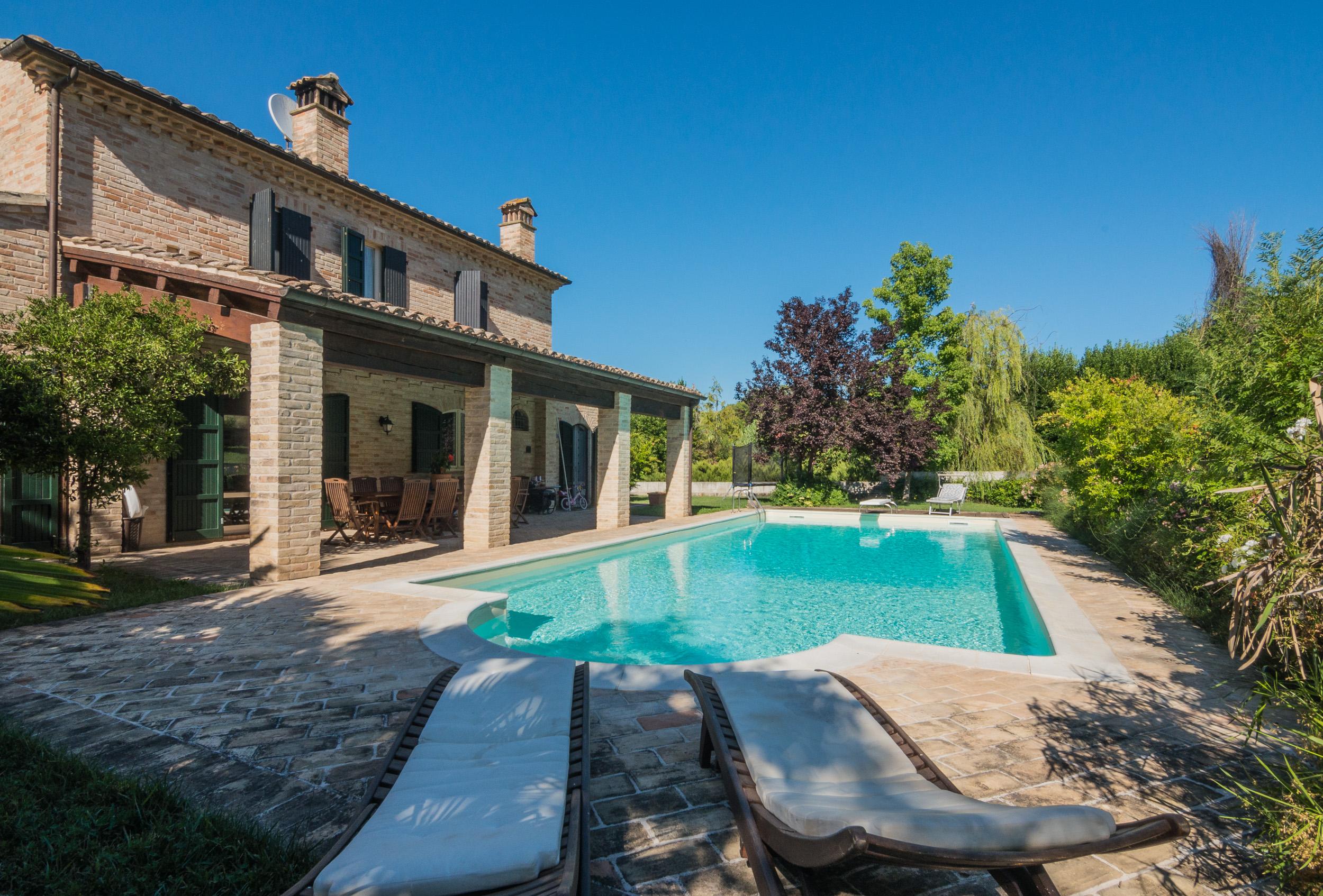 Casale con piscina in vendita a Fermo nelle Marche   Immobiliare ...