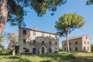Prestigioso casale nobile in vendita nelle Marche