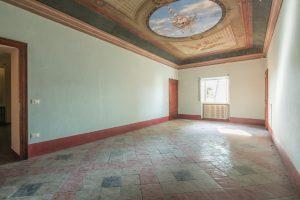 L'Agenzia Immobiliare puzielli propone prestigioso casale nobile in vendita nelle Marche