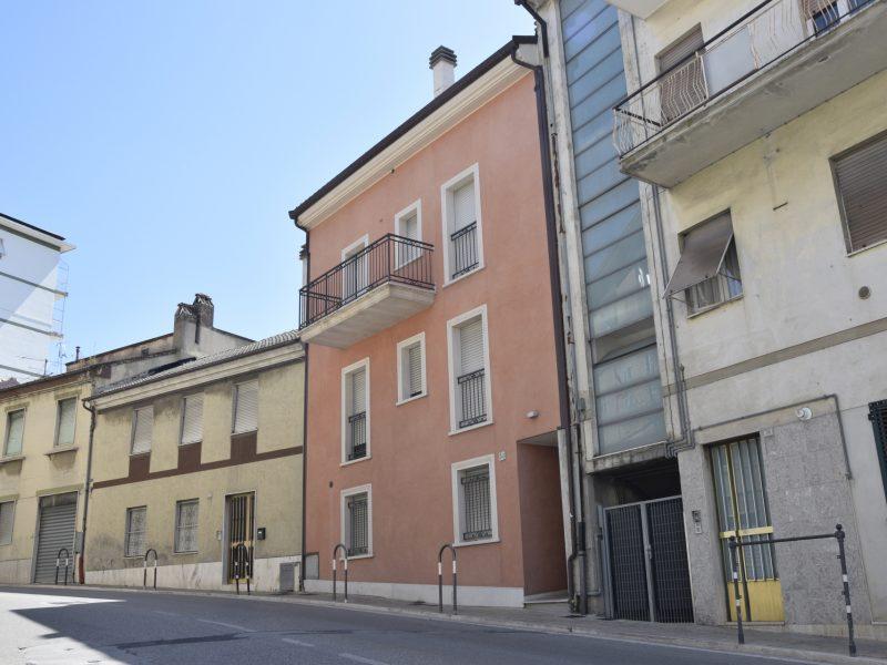 L'Agenzia Immobiliare Puzielli propone trilocale con posto auto esclusivo in vendita a Fermo