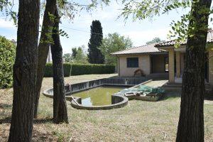 L'Agenzia Immobiliare Puzielli propone villa con piscina in vendita a Montegiorgio