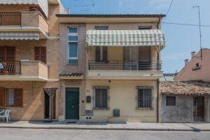 L'agenzia Immobiliare Puzielli propone casa con terrazzo in vendita nel centro di Porto San Giorgio