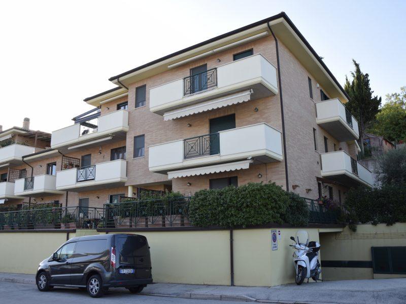 L'Agenzia Immobiliare Puzielli, proponeappartamento con garage in affitto in Via Caravaggio a Fermo