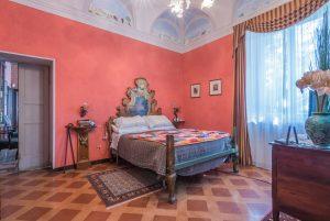 L'Agenzia Immobiliare Puzielli propone prestigioso e storico casale con parco in vendita nelle Marche