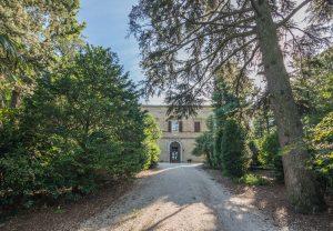 Prestigioso e storico casale con parco in vendita nelle Marche