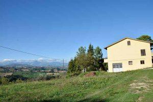 L'Agenzia Immobiliare Puzielliproponeproprietà immobiliare a Monte Giberto con vista panoramica