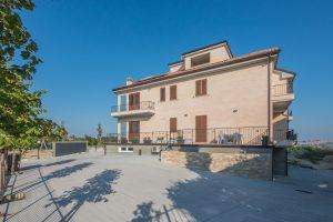 L'Agenzia Immobiliare Puzielli propone trilocale al piano terra in vendita a Fermo