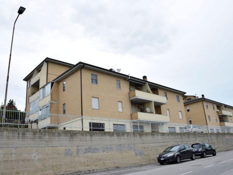 L'Agenzia Immobiliare Puzielli propone appartamento da ristrutturare in vendita a Santa Petronilla
