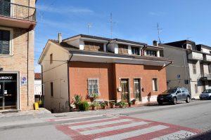 Casa con corte in vendita a Fermo in zona Santa Caterina