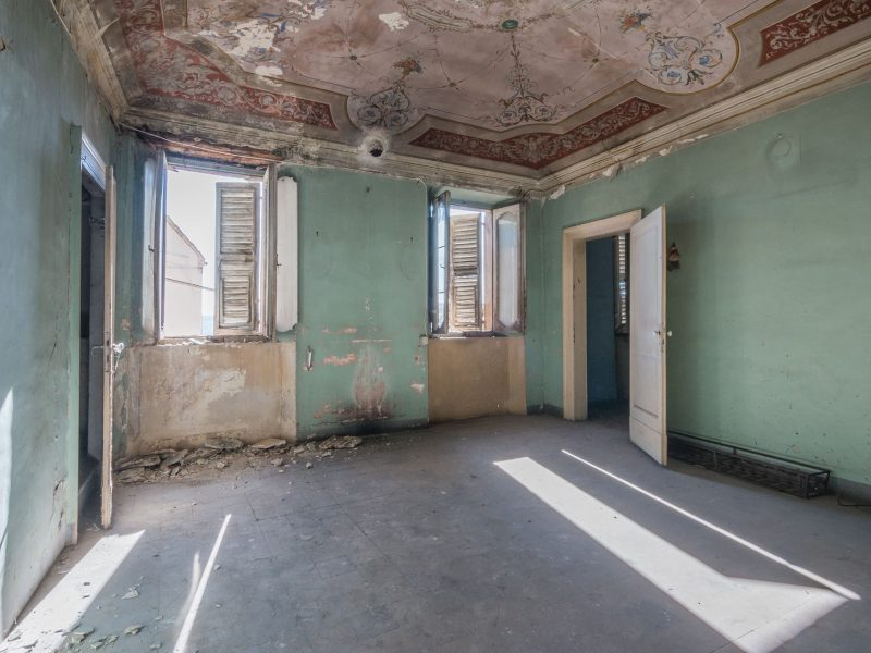 L'Agenzia Immobiliare Puzielli propone casa da ristrutturare con giardino nel centro storico di Fermo