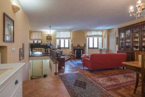 L'Agenzia Immobiliare Puzielliproponepalazzo ristrutturato in vendita nel centro storico di Fermo