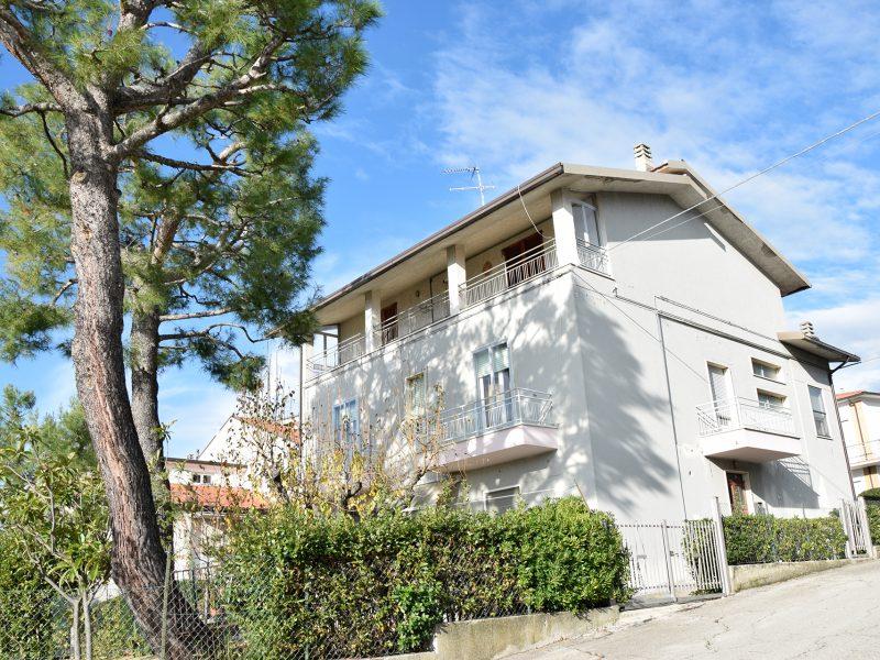 L'Agenzia Immobiliare Puzielli propone casa singola in vendita a Santa Caterina