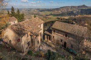 Esclusivo e prestigioso borgo in vendita nelle Marche