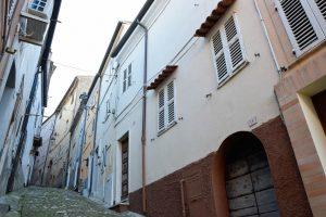 Casa con corte nel centro storico di Fermo