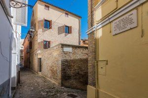 Casa ristrutturata con corte nel centro storico di Fermo