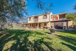Casale ristrutturato con terreno in vendita a Massignano