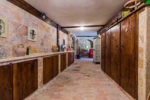 L'Agenzia Immobiliare Puzielli propone casale ristrutturato con terreno in vendita a Massignano