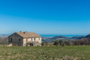 Casale vista mare in vendita a Monterubbiano nelle Marche