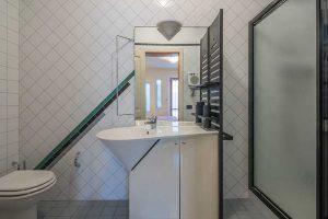 Esclusivo appartamento su due livelli in vendita a Monte Urano (19)