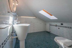 L'Agenzia Immobiliare Puzielli propone esclusivo appartamento su due livelli in vendita a Monte Urano